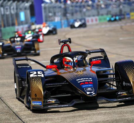 Команда DSTECHEETAH увійшла вТОП-3 запідсумками Світового Чемпіонату ABB FIA Formula E!